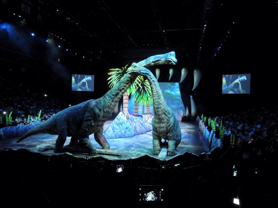 Brachiosaurus Hug - Walking with Dinosaurs